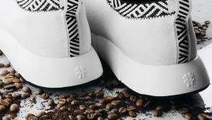 Bã cà phê có tác dụng khử mùi giày hiệu quả