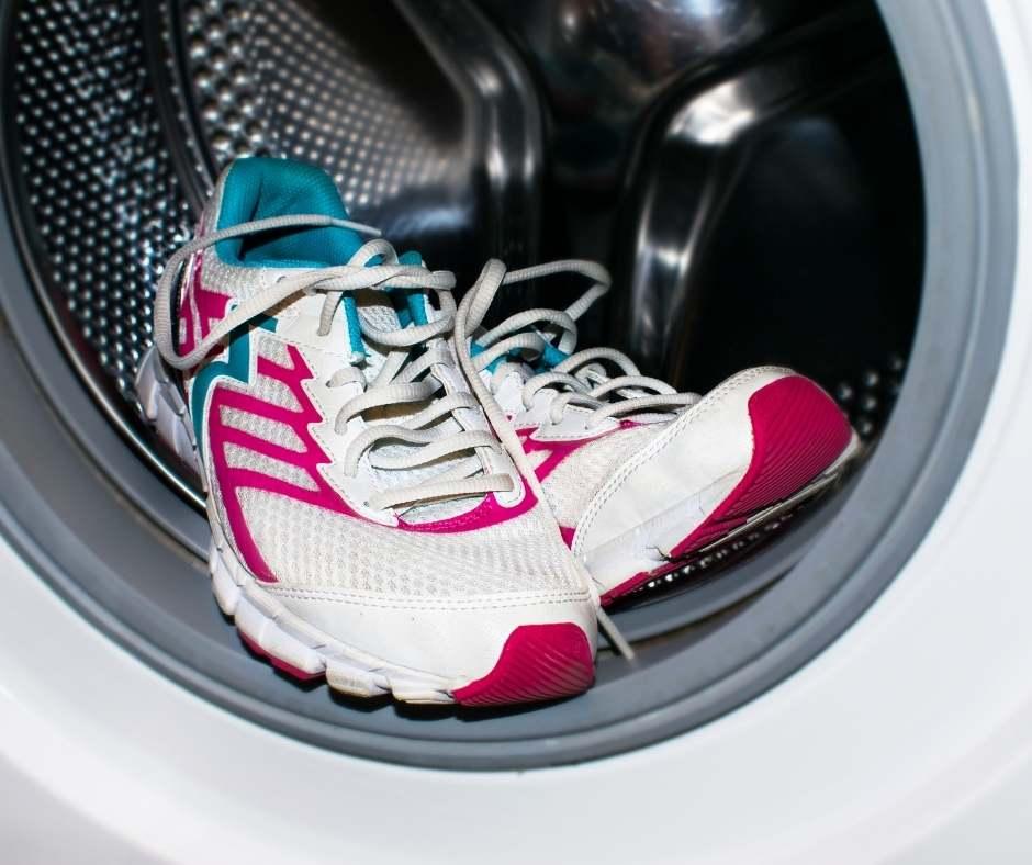 Không nên quá lạm dụng việc giặt giày bằng máy giặt