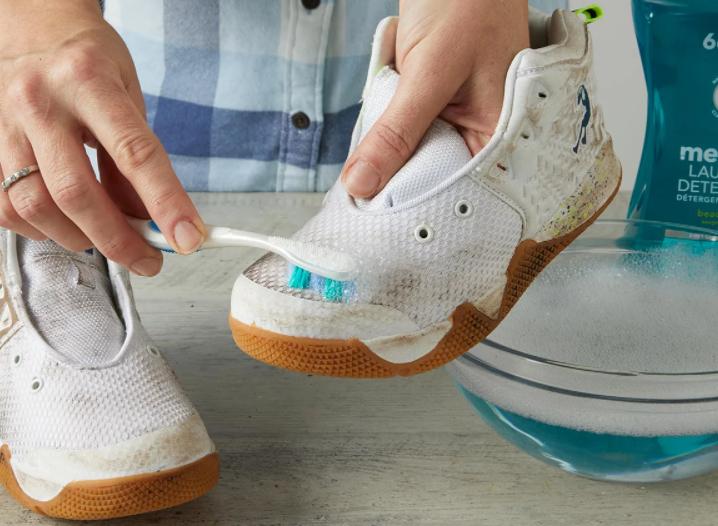 Những bước cơ bản làm sạch giày vải lưới trắng