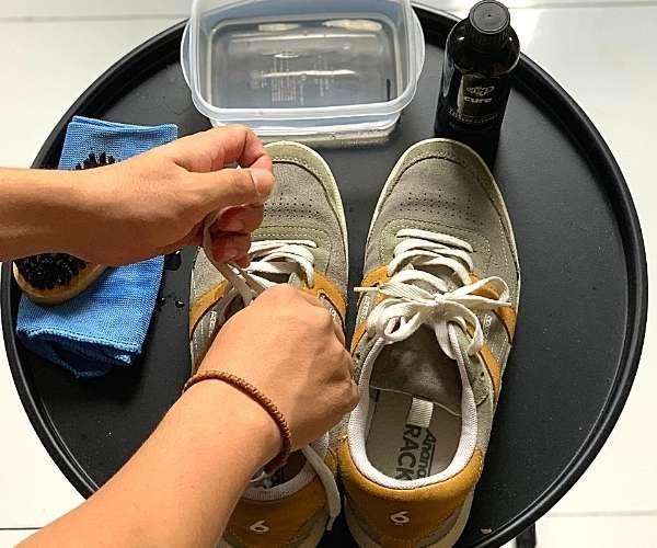 tháo dây giày ananas
