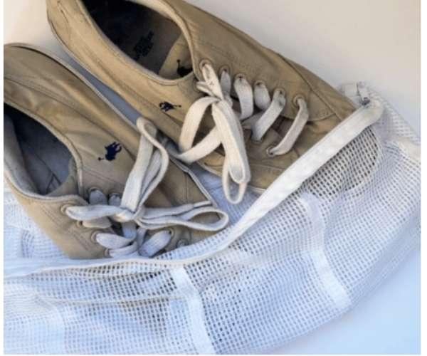 Cho giày vào túi lưới